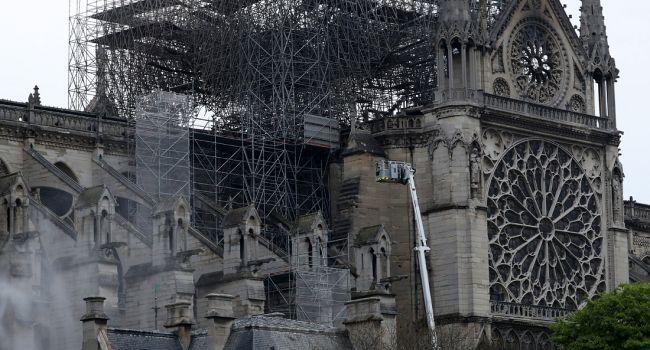 Из-за аномальной жары: на Собор Парижской Богоматери обрушилась ещё одна беда