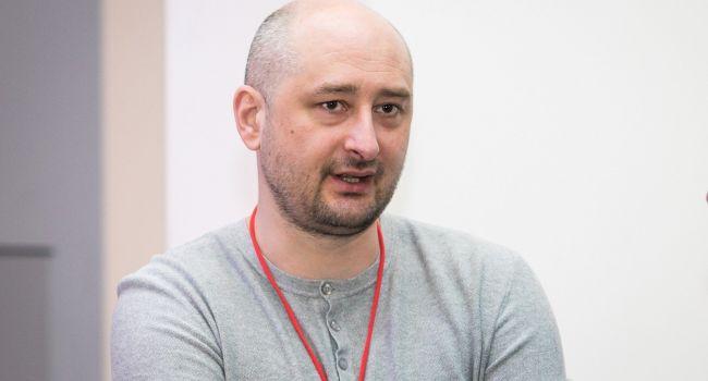 «Слезы счастья и розовые сопли»: Бабченко поглумился над спасением пассажиров с борта А321 и попросил бабла