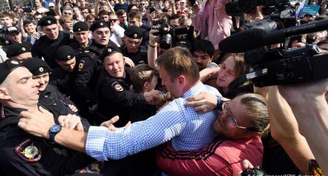 Блогер: Навальный является частью системы, поэтому ему не выгодно убрать путинский режим