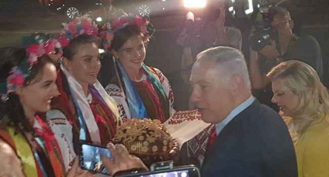 Блогер: нужно уже давно закончить эту «совковую» традицию с шароварными девицами хора имени Веревки, как будто Брежнев воскрес