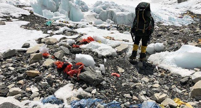 Альпинистам запретили восхождение на Эверест с пластиковыми изделиями