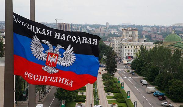 Над оккупированным Донецком неожиданно подняли флаг РФ: подробности