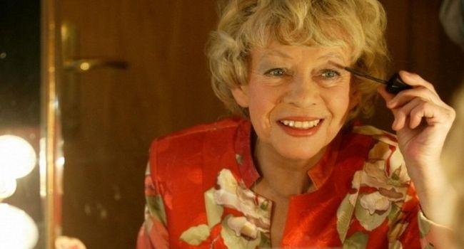 «Бегала перекурить, а потом заходилась кашлем»: стала известна одна из причин смерти звезды сериала «Моя прекрасная няня»