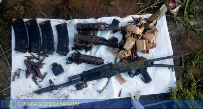 «Числились как потерянные в боях 2014-2015 годов»: СБУ выявила огромный тайник оружия на Донбассе