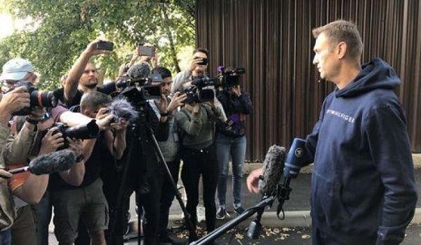 Оппозиционер Навальный вышел на свободу спустя 30 суток ареста
