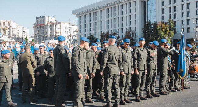 «Слава Україні! Героям Слава! Україна понад усе!»: ветераны боевых действий проводят Марш достоинства в Киеве
