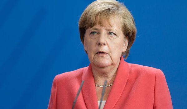 У Меркель заверили, что возвращение России в G8 пока не обсуждается
