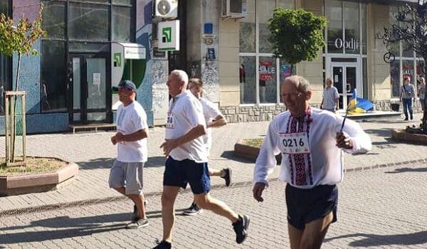 Климкин принял участие в забеге в вышиванках в Ивано-Франковске