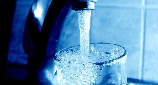Микропластик в питьевой воде - это безопасно: Эксперты ВОЗ сделали странное заявление