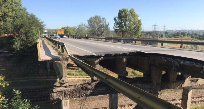 «Не только разрушение инфраструктуры, но и падение морально-нравственных принципов»: Азаров прокомментировал инцидент с мостом в Харькове