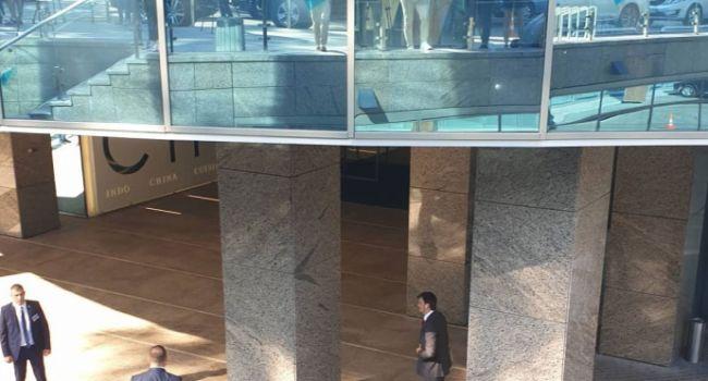 Последние приготовления перед стартом: «слуг народа» перед встречей с Зеленским снова попросили сдать телефоны
