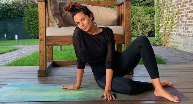 Сексуальная йога от Насти Каменских – звезда показала как нужно просыпаться по утрам