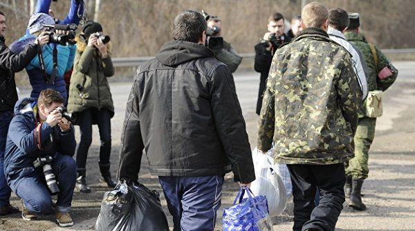Родственники украинских пленных, удерживаемых в РФ, съезжаются к офису омбудсмена