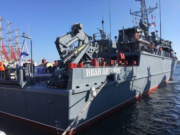 РФ начала стягивать в Крым военные корабли: в сети показали свежие фото из Севастополя