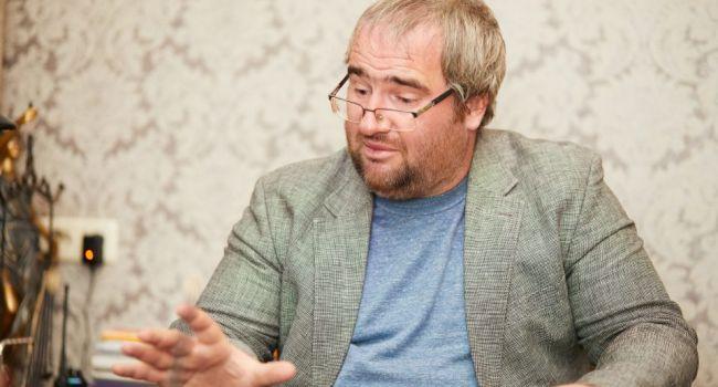 «Украинцы сами должны выбирать, что им смотреть»: Политолог резко отреагировал на скандал вокруг телеканала Newsone