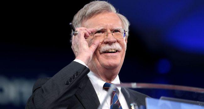 «Антироссийская политика»: Американский политолог прокомментировал отставку Джона Болтона
