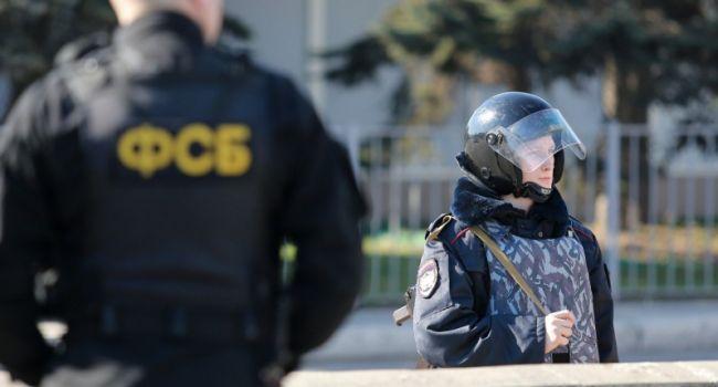 «Ба, точно ли Москва похорошела, если кто угодно может выйти из метро и уехать оттуда на зону?» Российский журналист ткнул носом людей, которые считают, что РФ «поднимается с колен»