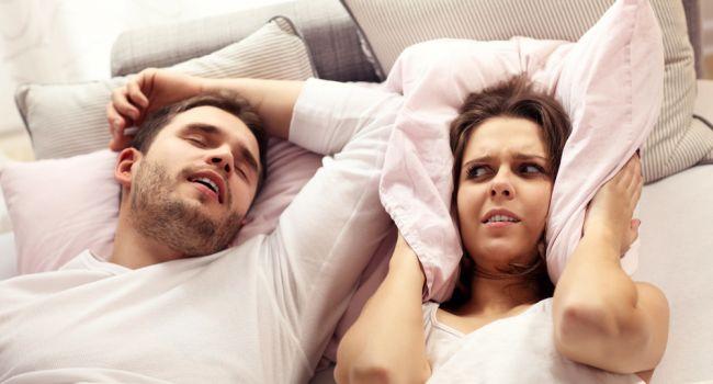 «Это не патология, но проблема»: Ученые рассказали, почему человек разговаривает во сне