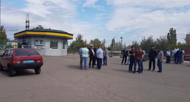 Лежали в лужах крови: в Николаеве на автозаправочной станции застрелили трех человек