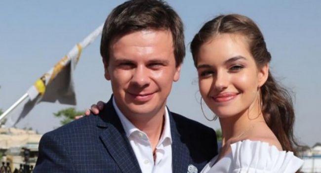 «Вы беременная?» Жена Дмитрия Комарова опять надела свадебное платье, заинтриговав поклонников