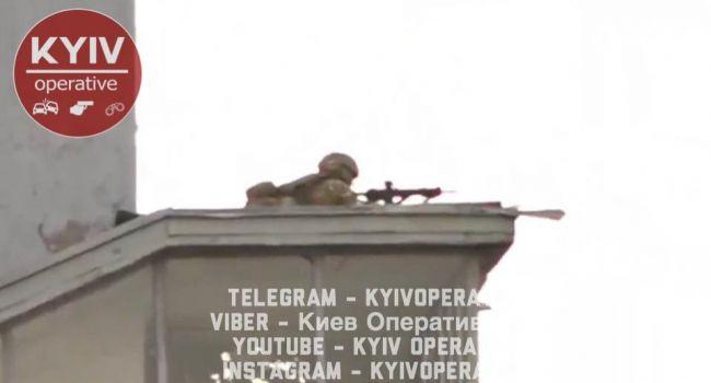 «Более килограмма взрывчатки… Снайпер ждет команду»:  К чему идет ситуация на мосту Метро в Киеве?