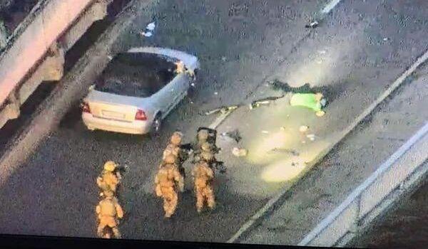 Полиция задержала «террориста» с моста Метро: стали известны его требования