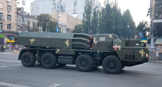 Политолог рассказал, в чем разница между украинскими и российским войсками, если вооружение советское