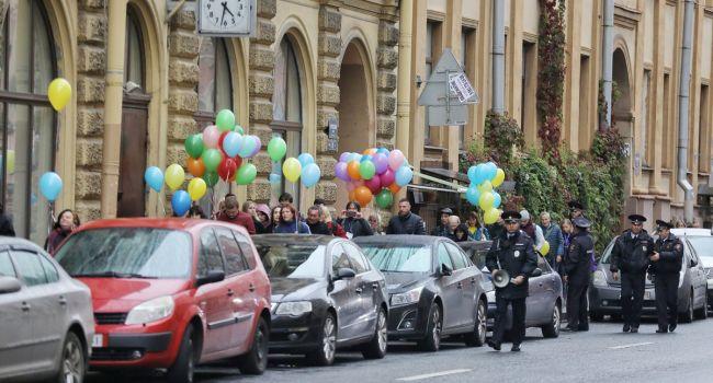 «Россия, как она есть»: Полиция Питера задержала участников акции в поддержку Киева