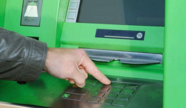 «Заблокированы карты и доступ к личным средствам»: ПриватБанк в очередной раз угодил в громкий скандал