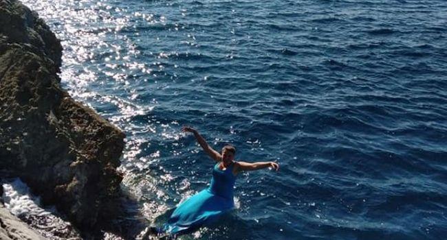 «Надя, купи уже себе купальник!»: Савченко снова порадовала купанием в море