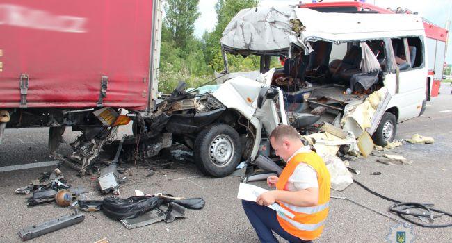 В Госслужбе по чрезвычайным ситуациям сообщили о проделанной работе на месте ДТП в Житомирской области