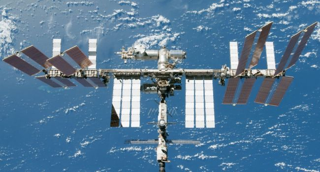 Уфологи: Возле МКС пролетел огромный НЛО