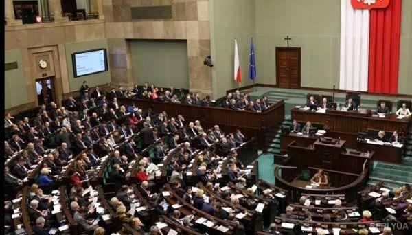Сегодня поляки выбирают новый парламент: как изменятся отношения Варшавы и Киева