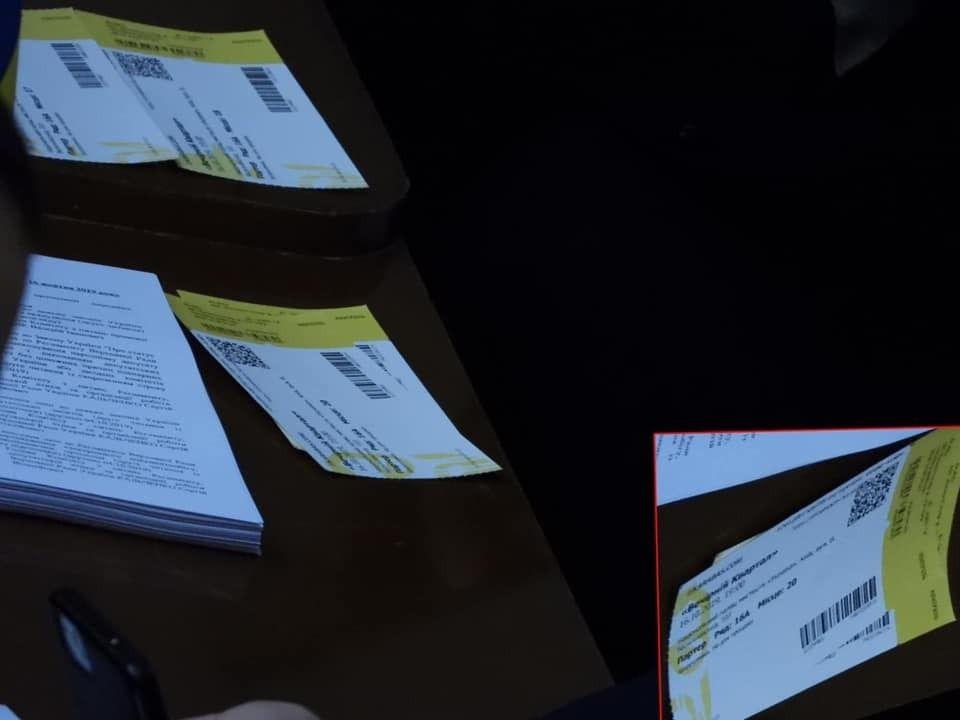 «Можно вывести мальчиков из 95-о квартала, но 95 квартал из мальчиков – никогда»: в сети показали показательное фото Юзика, который в Раде продавал билеты на «Квартал 95»