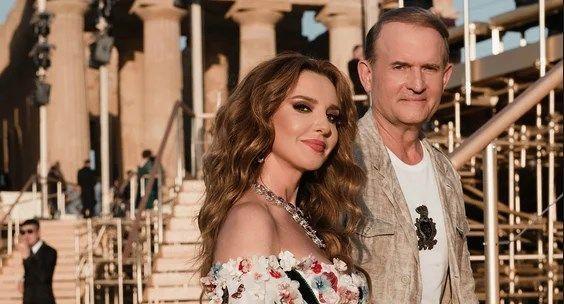 «Обворожительная красотка»: Оксана Марченко засветила свои загорелые ноги, а также показала свой богатый отдых на Капри