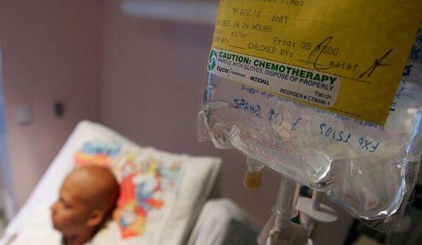Онкобольные в Украине оказались на грани: бесплатные лекарства исчезли, в Минздраве только разводят руками