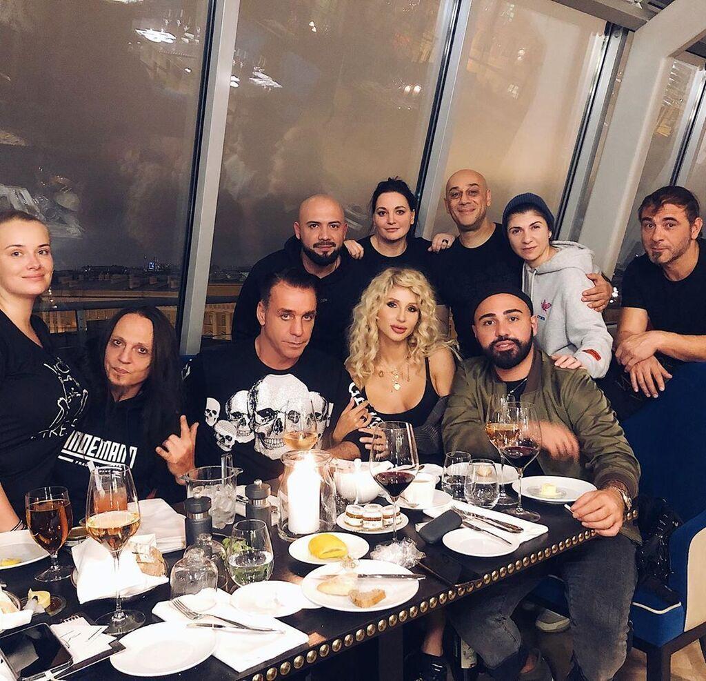 «Света, Тиль рядом с тобой даже моложе выглядит»: Лобода взорвала сеть фото с лидером группы Rammstein