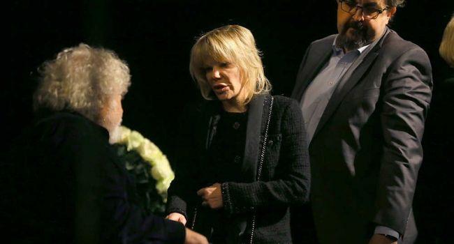 «На ней не было лица»: В сети появились фотографии дочери Захарова с церемонии прощания