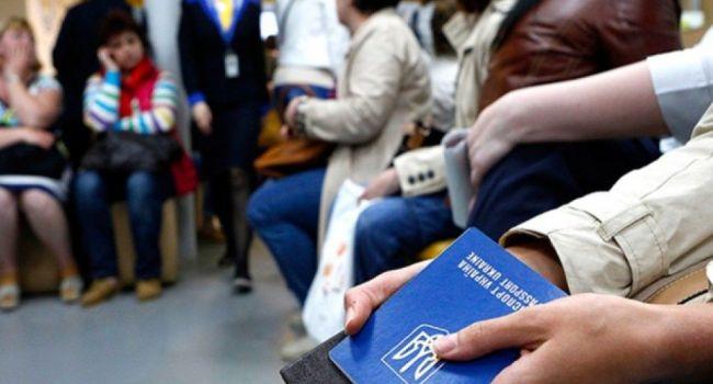 Только каждый десятый украинец, выехав за границу, не желает возвращаться домой