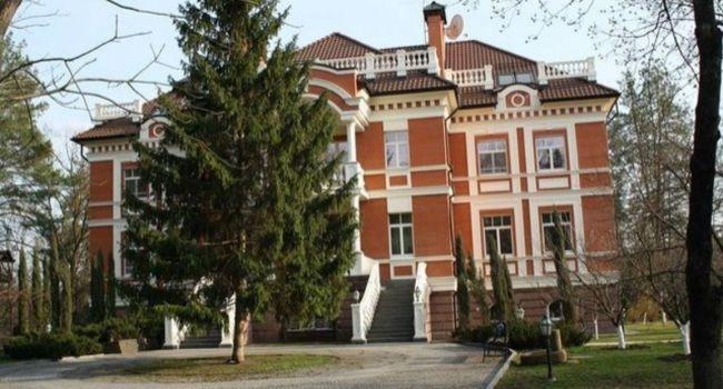 Кравчук в скромной трехэтажной «избушке» в Конча-Заспе, стоимостью в несколько млн долларов, рассказал, как народ обнищал