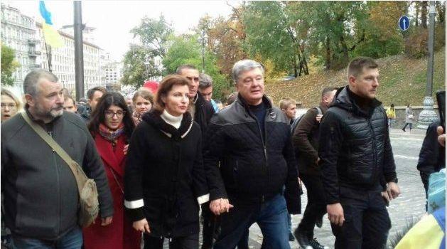 «Формула Штайнмайера» написана в Кремле, к ней прилепили фамилию Штайнмайера и Штайнмайер не знал»: Порошенко вышел на Майдан, присоединившись к протестующим