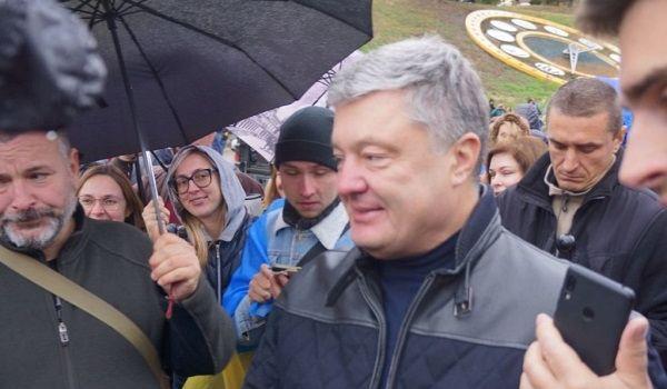 Пиар не получился: таксист отказался вести Порошенко после вчерашнего вече в Киеве