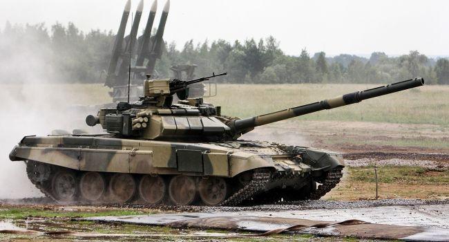 «Ждут своего часа»: Эксперт объяснил, для чего России огромное количество бронетехники