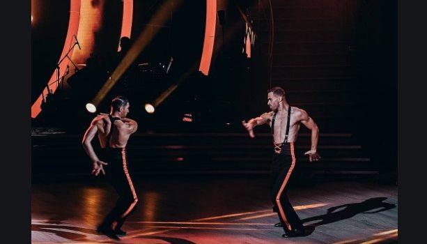 «Это его лучшее выступление!» Полуобнаженный Остапчук зажег зал своим танцем с мужчиной