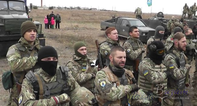 «Решение принято. Мы остаемся!»: Бойцы «Азова» заняли и укрепились на новых позициях в Золотом
