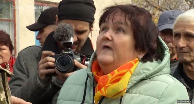 В Золотом сотни мирных жителей вышли на митинг против разведения войск