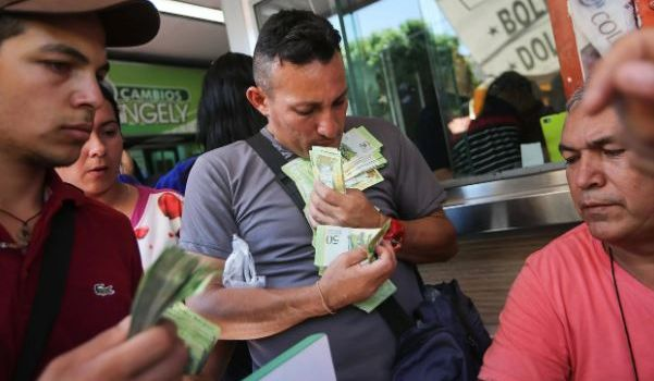 Годовая инфляция в Венесуэле превысила 50000 %