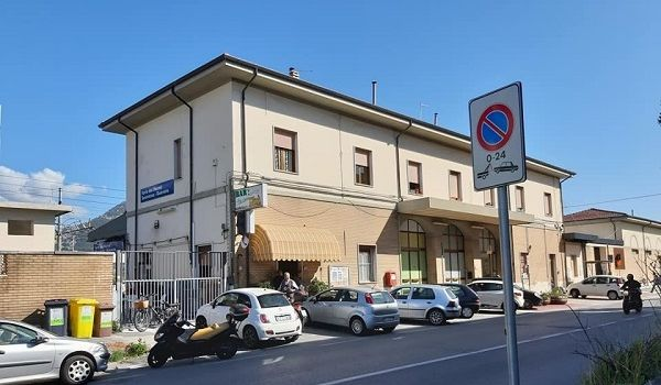 Даже туалет не работает: журналист показал новые фото виллы Зеленского в Италии