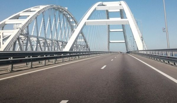 «Мост «миллиарда туристов» имени Ротенберга»: в сети показали «ажиотаж» на путинской «стройке века»