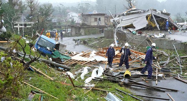 Убийственный тайфун в Японии: Число жертв стремительно растет